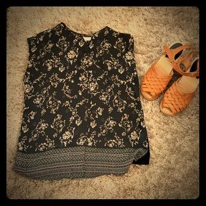 DR2 grey and floral patterned top